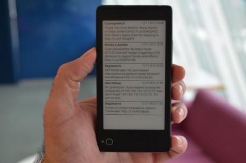 Dùng thử điện thoại 2 màn hình YotaPhone