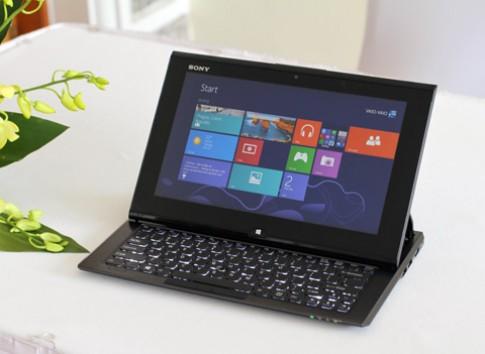 Dùng thử laptop 'biến hình' với bàn phím trượt của Sony