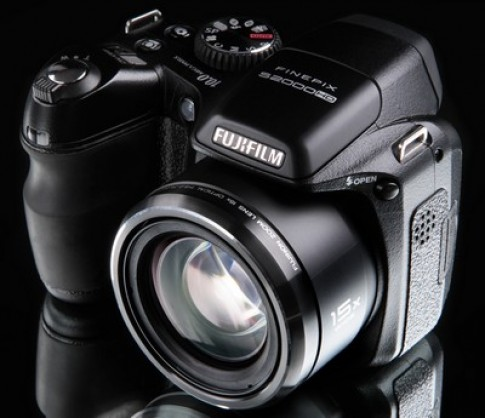 FinePix S2000HD - siêu zoom chụp đẹp