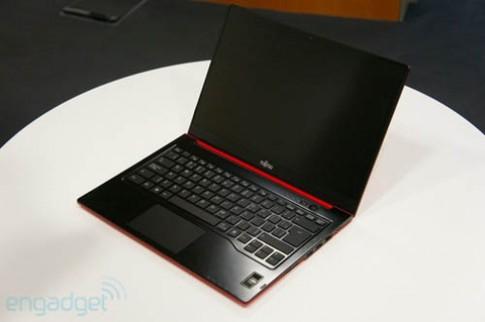 Fujitsu ra ultrabook mới mỏng 16 mm