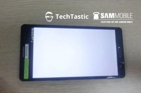 Galaxy Note III lộ diện với thiết kế vuông vắn như S II