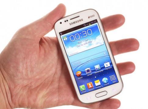Galaxy S III cỡ nhỏ bản 2 SIM giá hơn 300 USD