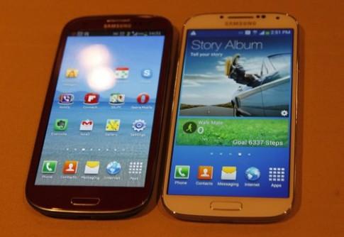 Galaxy S4 so dáng với Galaxy S III
