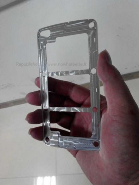 Galaxy S5 có màn hình 5,3 inch với khung viền kim loại