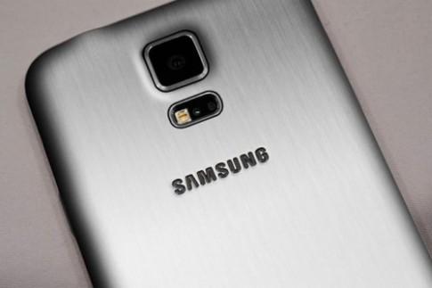 Galaxy S5 Prime chuẩn bị đối đầu với One M8 Prime