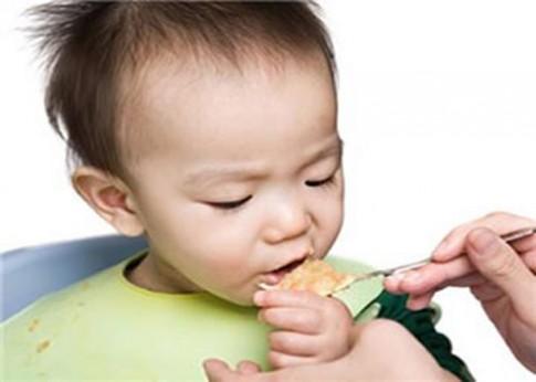 Giải quyết 5 mối lo khi chăm bé ăn