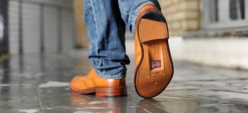 Giày kiêm điện thoại giá hơn 80 triệu đồng