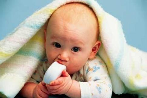 Giúp bé bớt khó chịu khi mọc răng