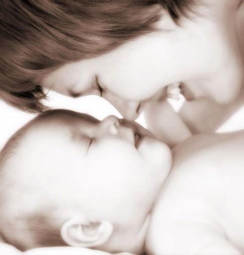 Giúp trẻ học và phát triển tốt 12 tháng đầu đời