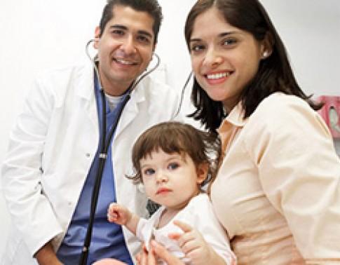 Giúp trẻ không sợ bác sĩ