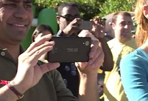 Google để lộ Nexus 5 trong quảng cáo Android 4.4