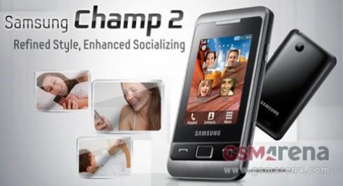 Hai điện thoại Samsung màn hình 2,4 inch