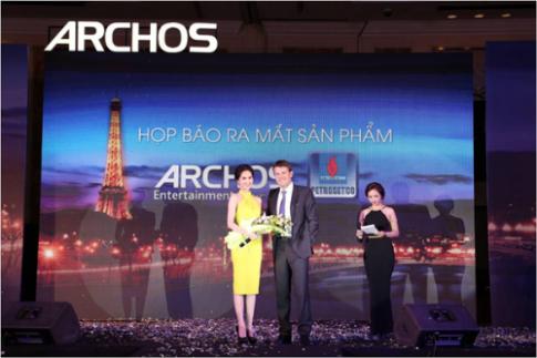 Hãng điện thoại Pháp mời Ngọc Trinh làm đại sứ thương hiệu