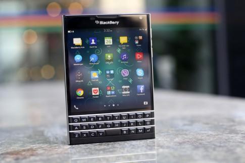 Hàng loạt điện thoại BlackBerry giảm giá trước Tết