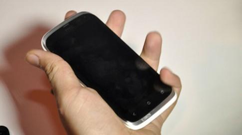 Hình ảnh smartphone hai sim của HTC xuất hiện