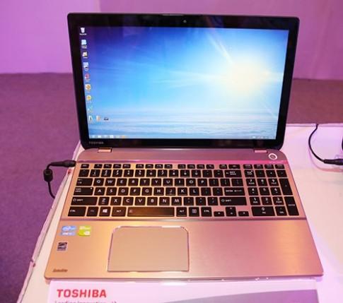 Hình ảnh thực tế Toshiba Satellite P50 tại Việt Nam