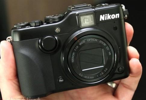 Hình thực tế máy ảnh compact cao cấp Nikon P7100