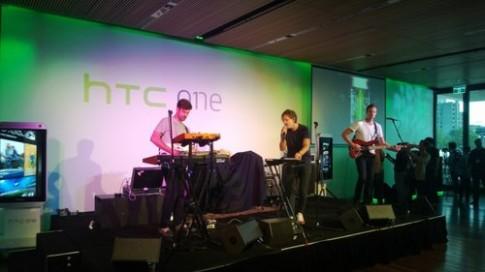 HTC One đọ chụp ảnh thiếu sáng với Lumia 920