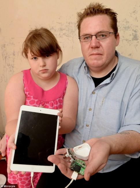 iPad gây giật điện, hất văng người dùng trong lúc sạc