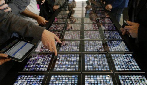 iPad Pro dùng màn hình do Samsung, Sharp sản xuất
