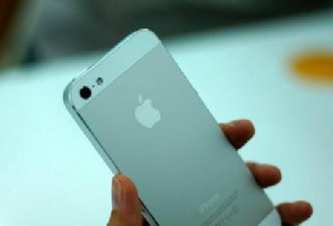 iPhone 5 đầu tiên về Việt Nam