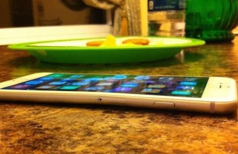 iPhone 6 Plus dễ bị biến dạng