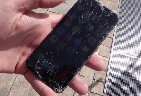 iPhone 6 vỡ nát màn hình trong bài thử độ bền đầu tiên