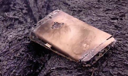 iPhone 6s bốc cháy khi thả vào dung nham
