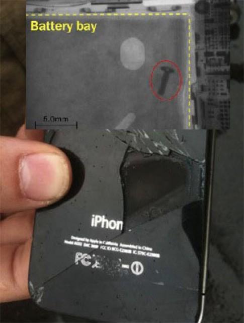 iPhone bốc khói vì 'thừa' ốc trong máy