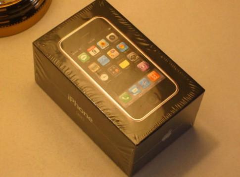iPhone đời đầu được rao bán 10.000 USD trên eBay