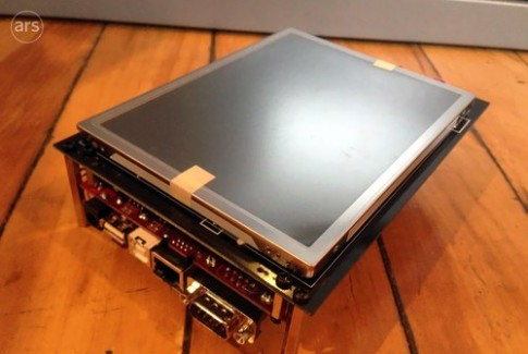 iPhone thử nghiệm năm 2005 dày tới 5 cm
