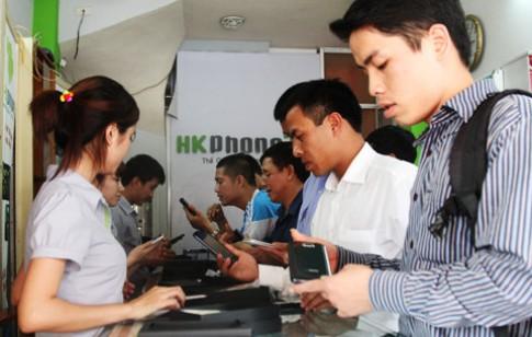Khách hàng nhộn nhịp muaRevo MAX tại showroom HKPhone