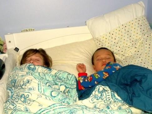 Không cho trẻ ngủ đúng giờ gây nhiều tác hại