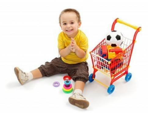 Làm gì khi con hay đòi mua đồ chơi