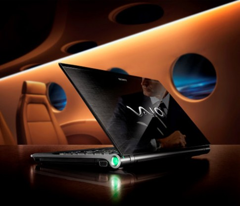 Laptop 'khủng' của Sony vào Việt Nam