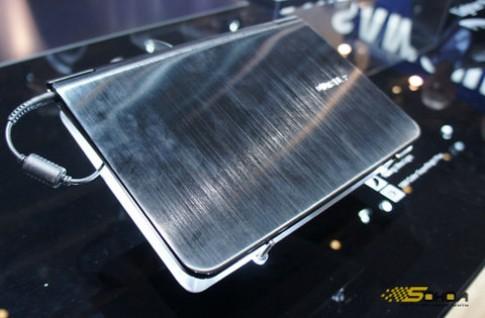 Laptop nhẹ 1,3 kg của Samsung tại CES
