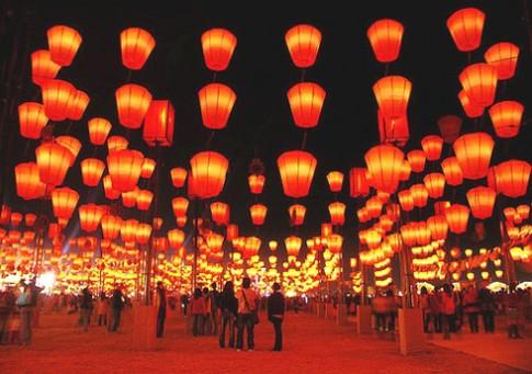 Lễ hội đèn lồng cho trẻ thơ trên 'nóc nhà Sài Gòn'