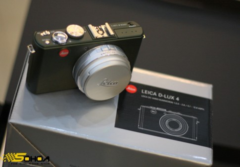 Leica xanh oliu giá gần 1.500 USD