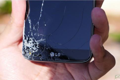 LG G2 bị thả rơi để thử độ bền
