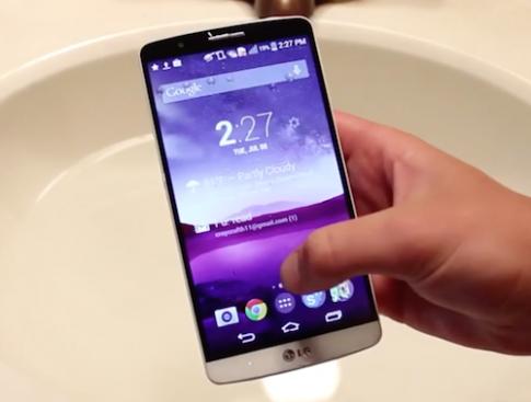 LG G3 hoạt động tốt sau khi ngâm nước 2 giờ