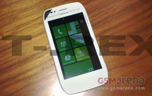 Lộ ảnh thực tế Nokia Sabre chạy Windows Phone