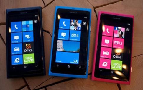 Lumia 800 thử pin sau bản vá lỗi