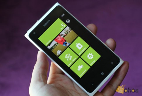 Lumia 900 chính hãng giá 12,5 triệu