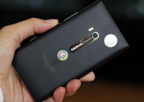 Lumia 900 phiên bản 'Người dơi' tại Việt Nam