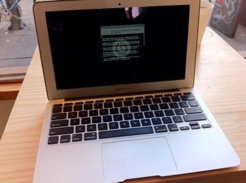 Macbook Air mới dính lỗi màn hình
