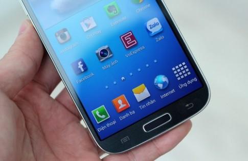 Màn hình Galaxy S4 bị 'tra tấn' bằng dao nhọn và chìa khóa