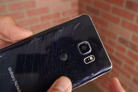 Màn tra tấn Galaxy Note 5 đầu tiên
