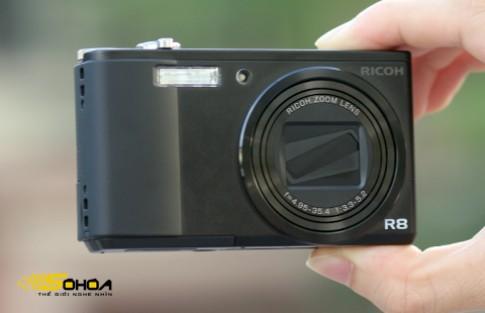 Máy ảnh compact đầu tiên của Ricoh tại VN