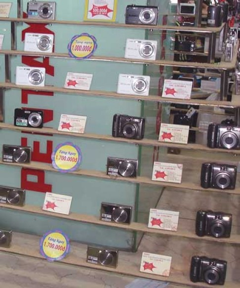 Máy ảnh compact giá 'siêu' rẻ