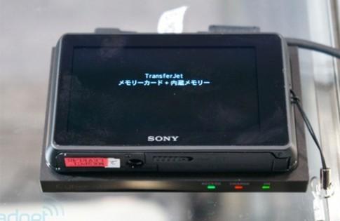 Máy ảnh kết nối và sạc không dây của Sony
